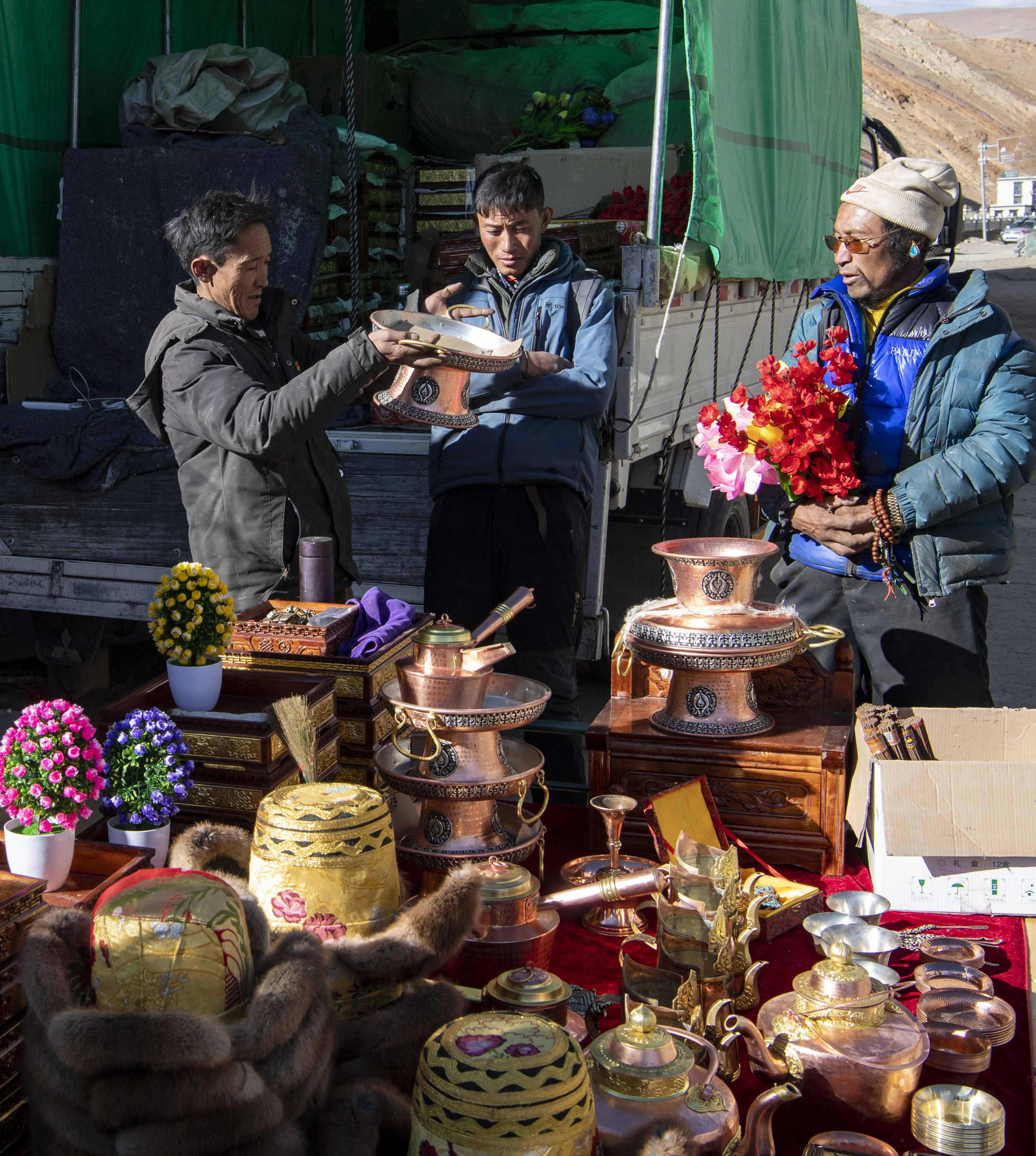"""中国宝""""藏""""   富起来的西藏人民消费结构更多元"""